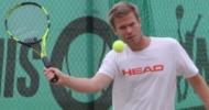 Christoph Beutler müht sich zu Auftaktsieg über Finals-Debütant Matthias Wolf